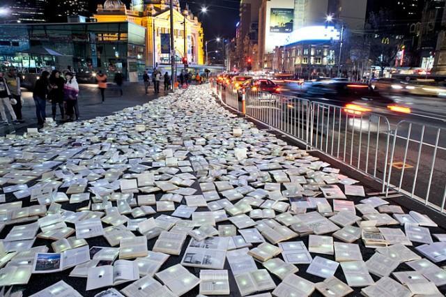 লুজিন্টারাপটাসের 'লিটারেচার বনাম ট্রাফিক'; Image Courtesy: laughingsquid.com