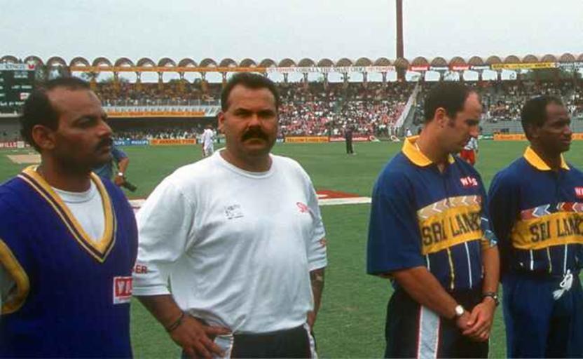 ১৯৯৬ বিশ্বকাপে শ্রীলঙ্কা দলের সাথে হোয়াটমোর; Image Courtesy: Getty images
